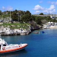 Porto Badisco, Capitaneria e Vigili all'opera per liberare la costa da boe e gavitelli abusivi