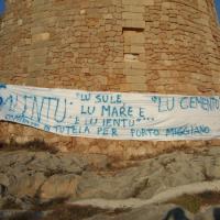Manifestazione massiva contro la cementificazione di Porto Miggiano