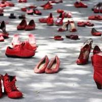 A Lecce scarpette rosse e anime scalze contro la violenza